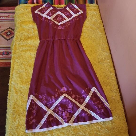 Vintage Dresses & Skirts - Vintage Rose Embroidered Dress